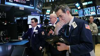 Dow falls 200 points, unable to shake its worst losing streak in a year