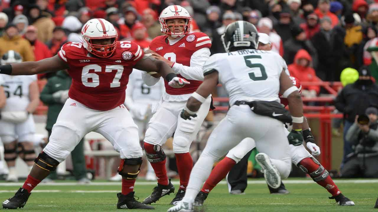 Nebraska Cornhuskers QB Adrian Martinez passes vs Michigan State in 2018