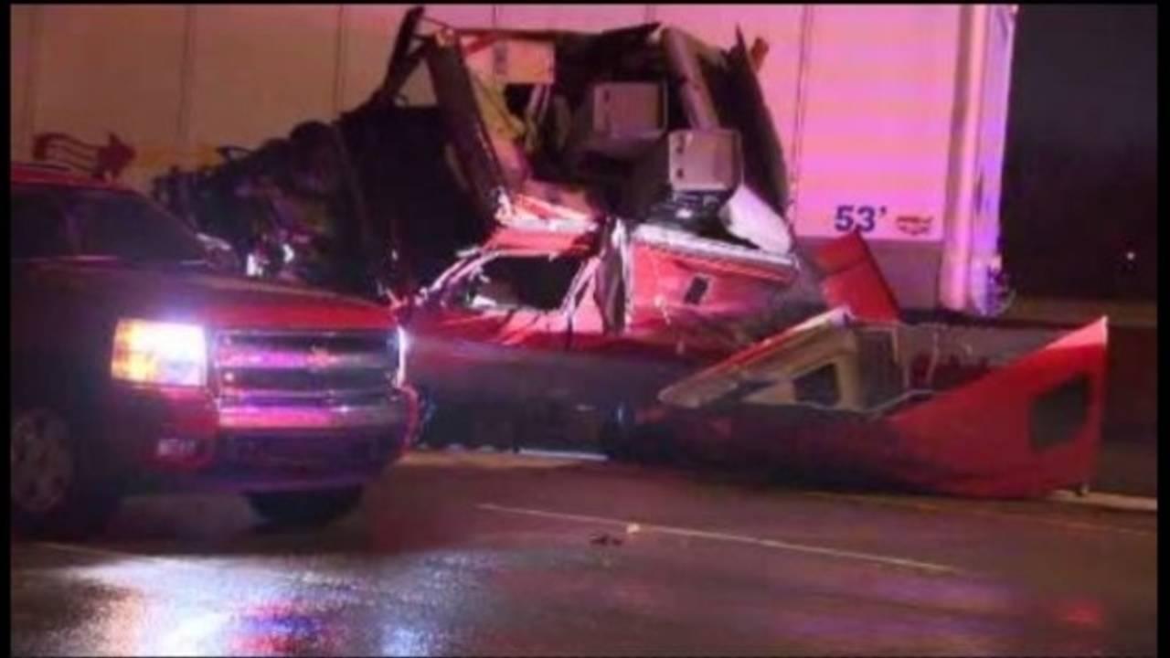 I75 at outer drive semi truck crash 1_30252704